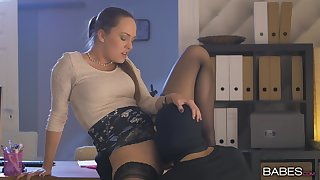 Cat burglar licks and fucks orgasmic pussy of adorable Blue Underwriter