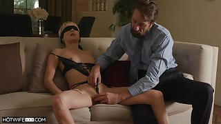 XXX wife Misha Mynx receives an erotic bang detach from a domineering stranger