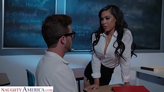 Dude with a liberal dick fucks orgasmic pussy of sexy Gia Milana