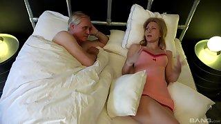 SleepySerpente Edita is surprised with long cock of older guy in the room