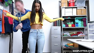 Feeling guilty caught Latina gal Kiarra Kai gives police officer a pleasurable blowjob