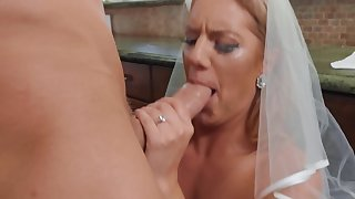 Best man gives horny bride the blissfulness of coition before the conjugal